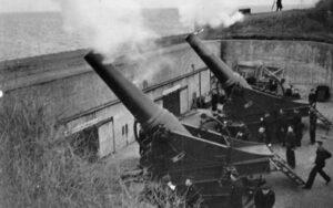 Howitzers firing from the Flak Fort at Copenhagen 1938