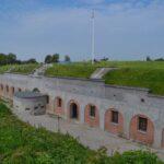 The Garderhöj Fort, The throatr